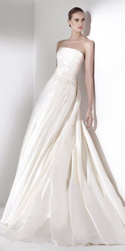 classic-wedding-dresses-pronovias-4-250x500
