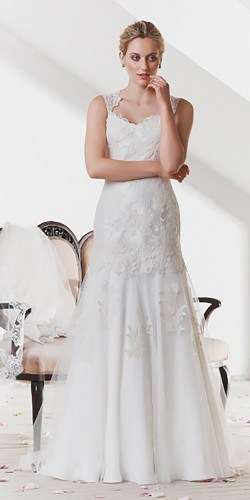 classic-wedding-dresses-pronovias-elbeth-gallis-4-250x500