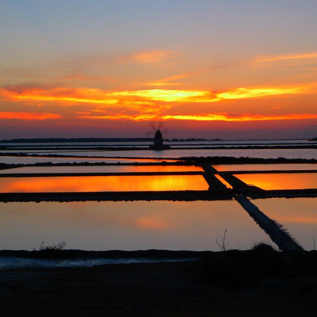 Saline dello Stagnone di Marsala al tramonto.